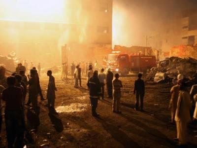 شا ہ عا لم مارکیٹ کے پلازہ میں آگ بھڑک اٹھی ،کروڑوں کا سامان جل کر خاکستر