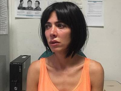 آزادی کے نام پر سڑکوں پر سرعام لوگوں کو شیشے کے ڈبے میں شرمناک کام پر اُکسانے والی نوجوان لڑکی کو گرفتار کرلیا گیا