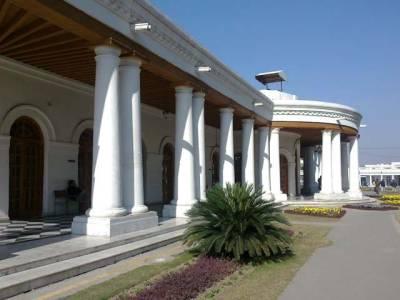 اعلیٰ افسروں کی موجیں، یوٹیلٹی الاﺅنس 20 ہزار روپے ماہانہ بڑھادیا جائے گا