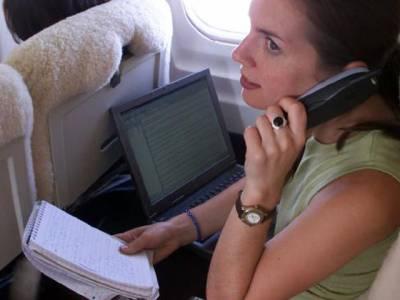 دوران پرواز زمین پر گرنے والی موبائل فون کی بیٹری نے مسافر جہاز میں آگ لگادی، یہ کیسے ممکن ہے؟ آپ بھی جانئے اور ہمیشہ احتیاط کریں