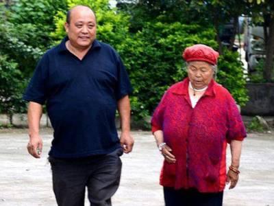 وہ عورت جس سے چینی شہری 9 سال تک اپنی بیوی کو بغیر بتائے چھپ چھپ کر ملتا رہا، یہ عورت کون ہے؟ حقیقت جان کر آپ بھی بے اختیار داد دینے پر مجبور ہوجائیں گے