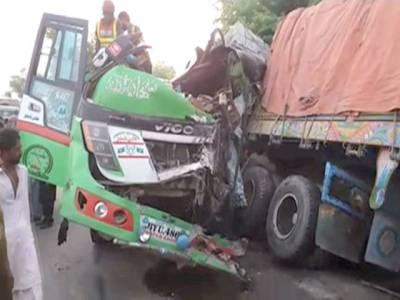 اوچ شریف :مسافر کوچ اور ٹریلر میں حادثہ ، 3 مسافر جاں بحق