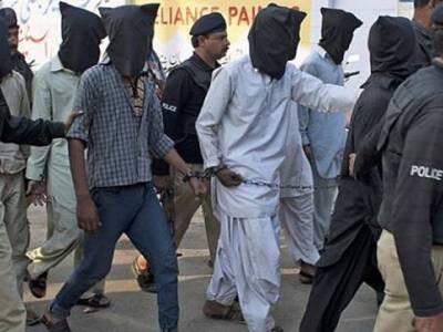 لاہور: پولیس کا مشتبہ افراد کیخلاف آپریشن؛ متعدد افراد گرفتان ، اسلحہ بھی برآمد
