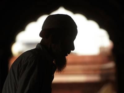 'اگر تم نے اپنی داڑھی شیو نہ کی تو خود کشی کرلوں گی' امام مسجد کو بیوی نے زندگی کی سب سے بڑی مشکل میں ڈال دیا تو پھر اس نے کیا کیا؟ آپ بھی جانئے