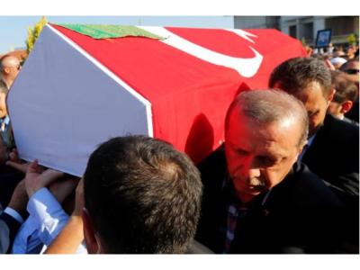 'مارے جانے والی باغی فوجیوں کے جنازے نہ پڑھاﺅ بلکہ۔۔۔' ترک حکومت کی مساجد کے اماموں کو ایسی ہدایت جاری کردی کہ جان کر آپ بھی دنگ رہ جائیں گے
