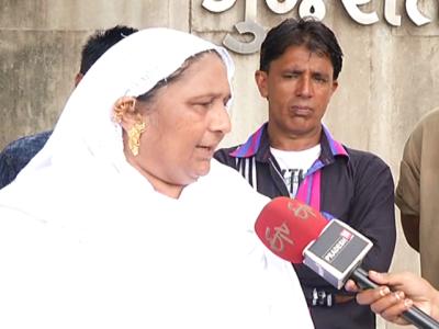 گجرات فسادات ،بھارتی عدالت کا ادھورا انصاف ،باپ بیٹی کو زندہ جلانے والے 11مجرموں کو عمرقید ،15کو بری کر دیا