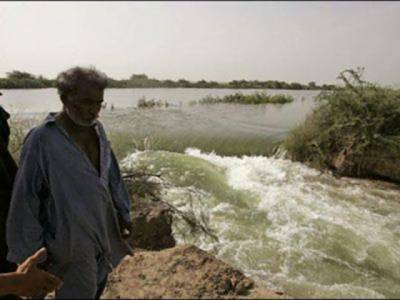 گھوٹکی : خانپور مہر کے قریب نہر میں شگاف پڑ گیا ، 5دیہات زیر آب آگئے