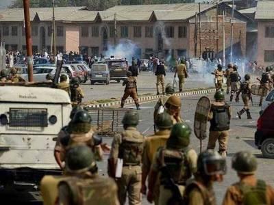 مقبوضہ کشمیر : جھڑپوں میں مزید 100 زخمی' 500 گرفتار' نوجوانوں کی پاکستانی پرچم کیساتھ ریلی