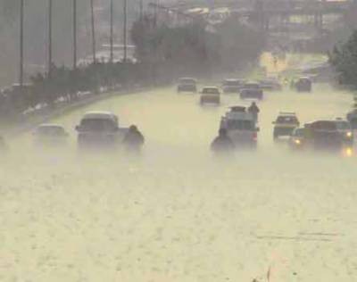 سندھ بھر میں بارشیں،کراچی پانی پانی،ٹریفک جام،ایمبولینسز پھنس گئیں،بجلی غائب ہونے سے ہر طرف اندھیرا چھاگیا