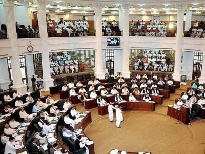 پاکستان کی تاریخ میں پہلی بار خیبر پختونخوا میں اہم حکومتی شخصیات کے ذاتی کاروبار پر پابندی عائد کر دی گئی،قانون بن گیا
