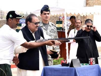 صدر ممنون حسین نے بندوق چلادی
