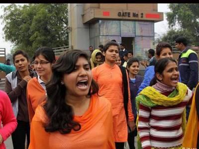 بھارتی کالج میں' مختصر' لباس پہننے پر پابندی،طالبات کا شدید احتجاج