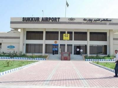 سکھر ایئرپورٹ پر اے ایس ایف اور پی آئی اے ملازمین کے درمیا ن جھگڑا ،پی آئی اے ملازمین نے احتجاج کام چھوڑ دیا