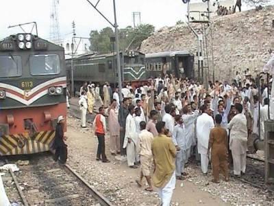 سکھرکے قریب شالیمار ایکسپریس کا انجن فیل،کراچی سے لاہور چلنے والی ٹرینیں گھنٹوں تاخیر کا شکار