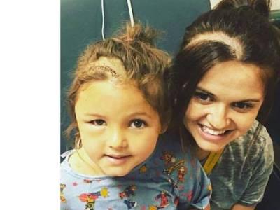 ماں نے برین ٹیومر میں مبتلا بیٹی کے سر کے بال کٹنے پر خودکو بھی ایسا بنا لیا: سپر ماں کا اعزاز مل گیا