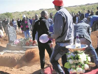 شہری کی موت پر جشن کا سماں، دوستوں کی ایسی شرمناک حرکات کہ بیان کرنا بھی مشکل، موت پر اتنی خوشی کیوں ؟ وجہ جان کر آپ بھی دنگ رہ جائیں گے