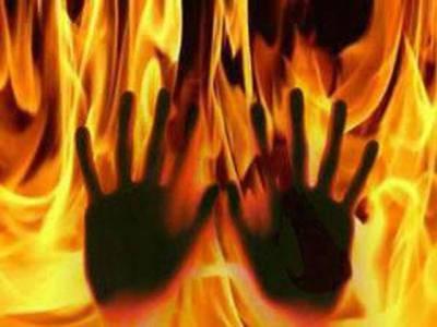 بھارت: خاندان کو وارث نہ دینے پر سسرالیوں نے خاتون کو زندہ جلا دیا