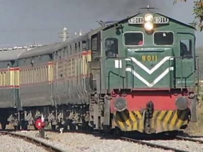 گوجرانوالہ : موڑ ایمن آباد کے قریب موٹر سائیکل ٹرین کی زد میں آگئی ، 3افراد جاں بحق