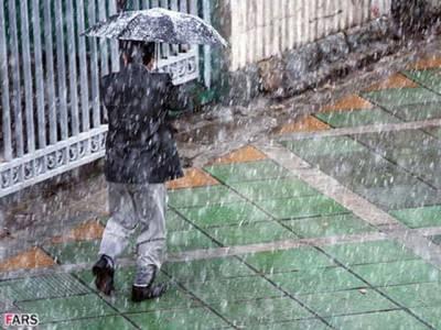 لاہور کے مختلف علاقوں میں تیز بارش ،سڑکیں پانی سے بھر گئیں ، کئی علاقوں میں فیڈر ٹرپ کر گئے