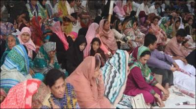 ایم کیو ایم رابطہ کمیٹی کی کراچی پریس کلب کے باہر بھوک ہڑتال جاری،ایک کارکن بیہوش