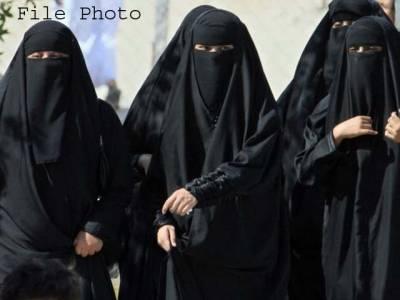 سعودی لڑکیوں نے ر یاض شہر کے غرناطہ لیڈیز کمپلیس میں موبائل کی فروخت و اصلاح ومرمت کی دکانیں کھول لی