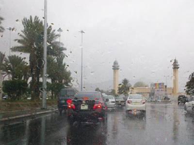 سعودی شہر طائف میں موسلا دھار بارش، نظام زندگی معطل