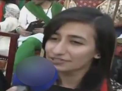میری والدہ عمران خان سے شادی کرنا چاہتی ہیں ،جلسے میں شریک لڑکی نے اپنی والدہ کی خواہش کا اعلان کر دیا