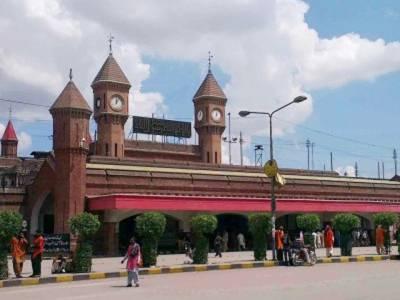 ممکنہ دہشتگردی، لاہور میں سرچ آپریشن، ریلوے سٹیشن بند، مسافر خوار ہوتے رہے،شہر کےچار ڈویژنز میں بھی کارروائیاں،7 مشتبہ افراد زیر حراست