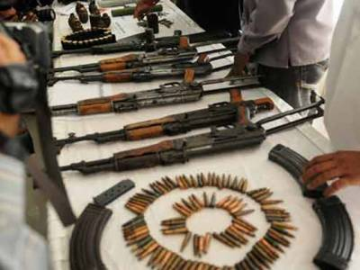 پشاور میں پولیس کی کارروائی : اسلحہ سمگل کرنے کی کوشش ناکام، 3ملزم گرفتار