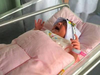 """حج کیلئے آنے والے افغان خاندان کو دہری خوشی مل گئی، مقدس فریضہ کی ادائیگی کے دوران بچی کی پیدائش: نام """" منیٰ"""" رکھ دیا گیا"""