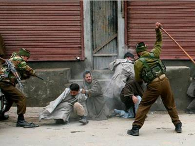بھارت کا ایک اور انتہائی ظالمانہ اقدام،عید کے موقع پر مقبوضہ کشمیر میں کرفیو نافذ کرنے کااعلان کر دیا
