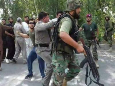 جب فوجیوں نے پولیس کا سرعام چالان کاٹا