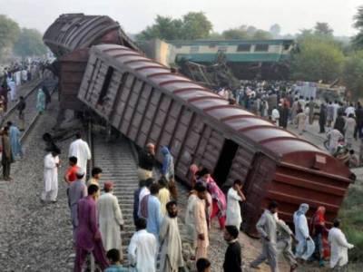 کراچی جانیوالی عوام ایکسپریس ملتان کے قریب مال گاڑی سے ٹکرا گئی ، 6مسافر جاں بحق ،150سے زائد زخمی ،ڈرائیور اور گارڈ معطل