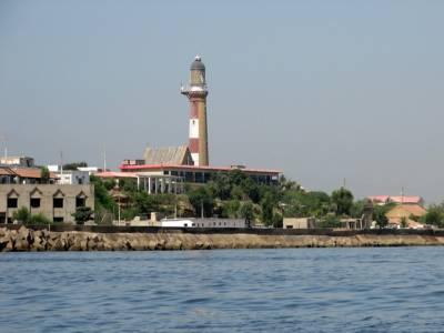 منوڑا کے ساحل پر پکنک مناتے ہوئے 3 افراد ڈوب گئے ، 2 کو پاک بحریہ کے جوانوں نے بچالیا