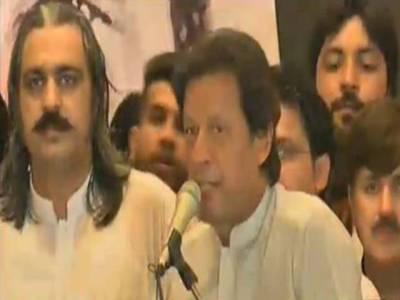 پی ٹی آئی ورکرز کنونشن، عمران خان کی تقریر سے پہلے کارکنوں کی ہنگامہ آرائی