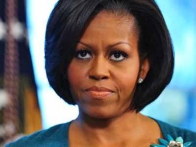 مشیل اوباما شوہر کے تصویر کھنچوانے کے انداز سے اکتا گئیں، ٹاک شو میں نقل بھی اتاری