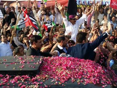 پتنگ کٹ چکی، نواز شریف کا احتساب ہو کر رہے گا: بلاول بھٹو، کراچی میں تاریخی استقبال