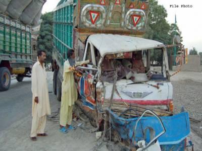 ڈمپر اور ٹرالر کی ٹکر سے 3 افراد جاں بحق، 2 شدید زخمی