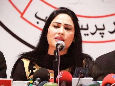 گلوکارہ حمیرا ارشد نے سابق شوہر احمد بٹ پر ڈکیتی کا مقدمہ درج کرنے کے لئے تھانے میں درخواست دیدی