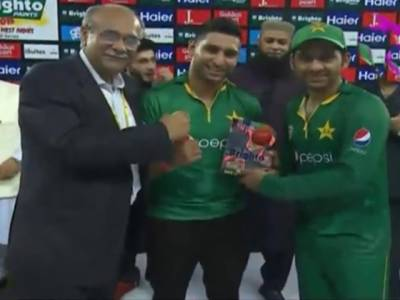ناقابل شکست کپتان سرفراز احمد مین آف میچ ایوارڈ بھی لے اڑے