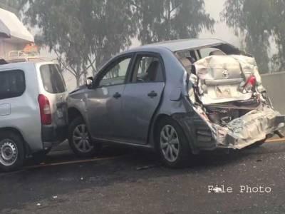 کار اور وین میں تصادم ،14افراد زخمی ،دو جاں بحق