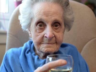 'روزانہ 20 سگریٹ پیتی ہوں لیکن پھر بھی 102 سال عمر ہوگئی ہے کیونکہ۔۔۔'
