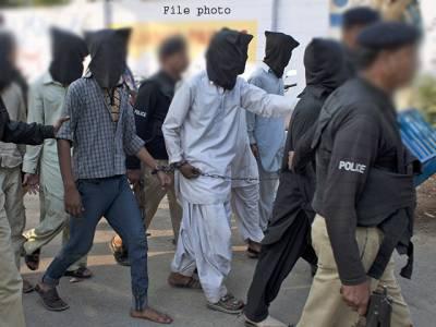 حساس اداروں اور پولیس کی جانب سے کاروائی،4افراد گرفتار،2کلو بارودی مواد برآمد