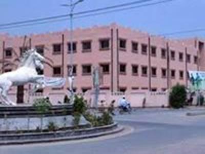 ڈیرہ غازی خان کے میٹرنٹی ہسپتال میں حاملہ خاتون کو داخلہ نہ مل سکا ، بچہ دم توڑ گیا