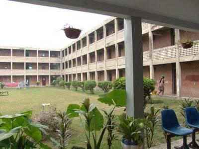 پنجاب یونیورسٹی کے ہاسٹل سے لڑکی کی لاش برآمد ''عائشہ فرقان داخلے کیلئے ٹرائل دینے آئی تھی'' : پولیس