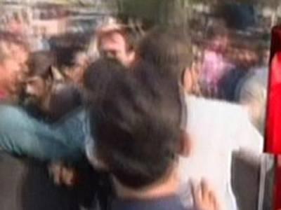 عمران خان سے ملاقات کی کوشش :گارڈز نے تشدد کر کے کارکن کو لہو لہان کر دیا