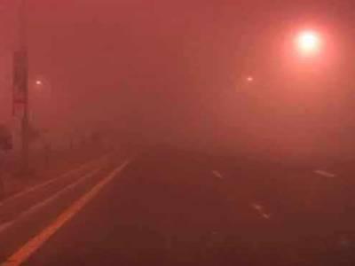 شیخوپورہ اور گردونواح میں شدید دھند ، موٹر وے کو ٹریفک کیلئے بند کر دیا گیا