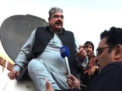 عمران خان نے شیخ رشید کے سگار کو بڑا ہتھیار قرار دے دیا