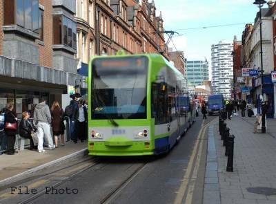 لندن میں ٹرام الٹنے سے ایک شخص جاں بحق ،50سے زائد زخمی ،ڈرائیور گرفتار