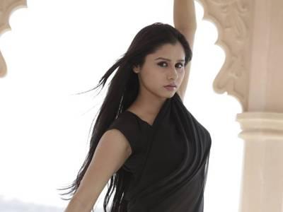 بھارتی اداکارہ نے فلموں میں کام کا جھانسا دینے والے ہدائت کار کی سرعام دھلائی کرنے کے بعد ویڈیوسوشل میڈیا پر جاری کر دی